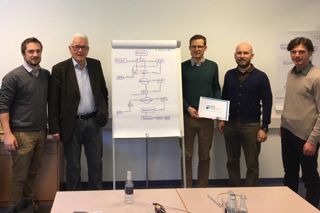 Drei Osttiroler Betriebe waren im Vorjahr Pioniere in der Erprobung des Reifegradmodells.  Gestartet wurde mit einem Workshop bei Euroclima in Sillian: Florian Eicher (Mechatronik Cluster OÖ), Richard Piock, Stefan Wurzer (beide INNOS), Manuel Brunner (FH OÖ) und Lois Willeit (Euroclima).